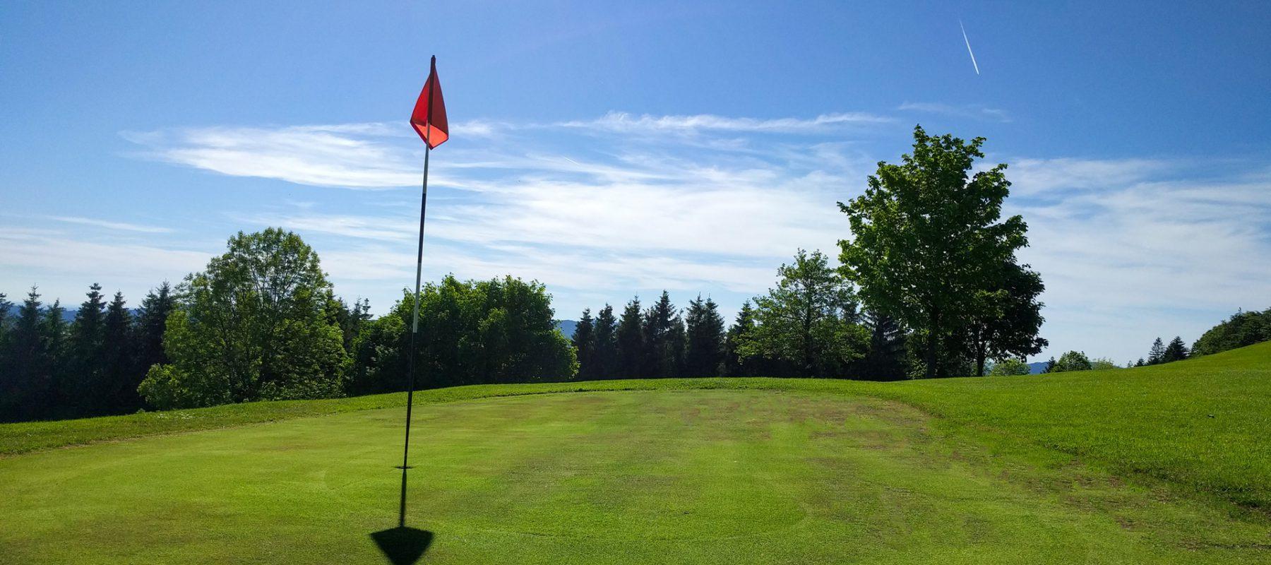 Golfen am hügeligen Golfplatz in Pfarrkirchen
